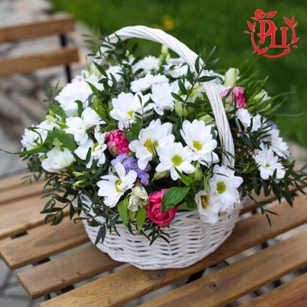 """Корзина цветами """"Весенне-летнее настроение"""""""