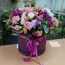 Коробка с цветами. Фиолетово-розовое настроение.