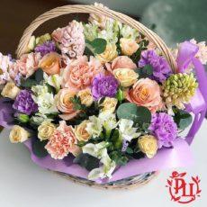 Любовь и искренность в корзине с цветами