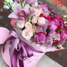 Чудесные орхидеи с волшебными розами в коробке