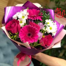 Яркий и милый букетик цветов