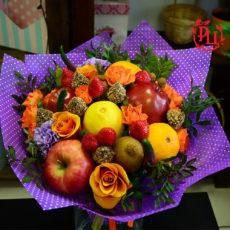 """Букет """"Конфеты, фрукты, ягоды, цветы"""""""